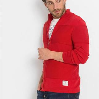 Pletený sveter v pásikovanom dizajne